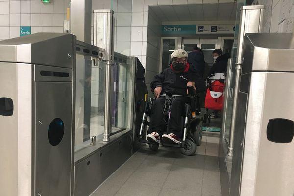 Les portillons prennent place dans le métro rennais, et pour certains utilisateurs en situation de handicap ils représentent un frein à la mobilité