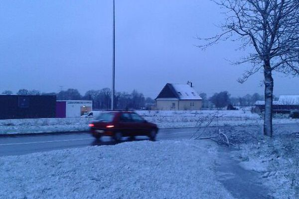 Un fin manteau neigeux recouvrait le sol du coté de Lécousse près de Fougères dans le nord de l'Ille-et-Vilaine