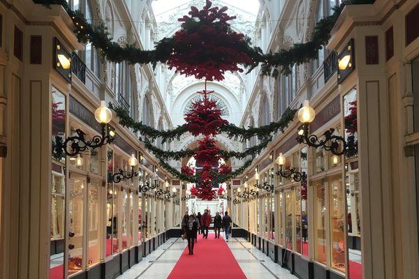 Les commerces vont pouvoir ouvrir les 4 prochains dimanches  et bénéficier de l'affluence d'avant les fêtes de fin d'année. Ci-dessus, le passage Pommeraye à Nantes.