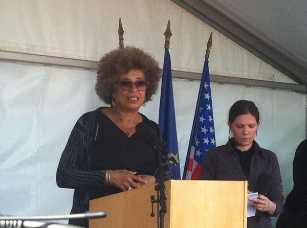 Angela Davis lors de son discours quai de La Fosse à Nantes.