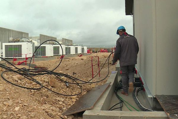 RTE (Réseau et Transport d'Electricité) a installé un centre de stockage d'énergie à Fontenelle, en Côte-d'Or.