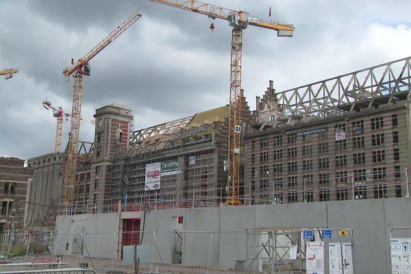 Un homme de 30 ans, qui travaillait sur le chantier de transformation des Grands Moulins à Marquette-Lez-Lille, a perdu la vie ce vendredi midi, suite à la chute d'une plaque de béton