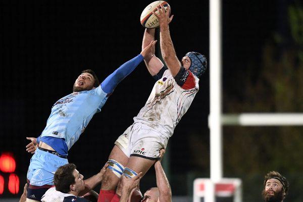 Il y a un an le Blagnac Rugby était au sommet de la Fédérale 1 de rugby, qualifié pour les demi-finales aux dépens de Bourgoin-Jallieu. Aujourd'hui il serre au maximum les cordons de sa bourse et espère en la saison prochaine