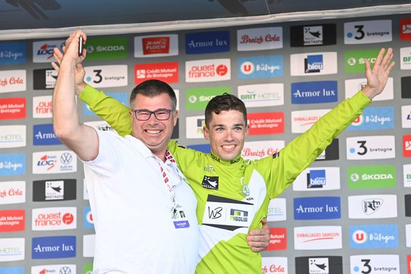 Tour de Bretagne cycliste 2021, le vainqueur Jean-Louis Le Ny avec Yves Oger, directeur de Fybolia