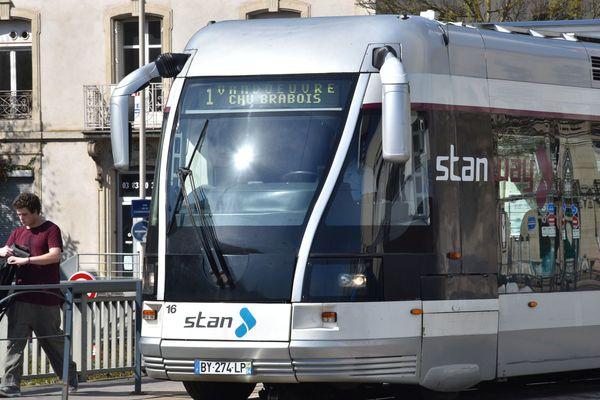 Les usagers du tramway de Nancy dénoncentune situation difficile pour monter à Brabois.