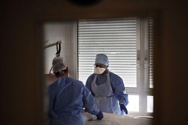 En Auvergne, l'épidémie de coronavirus COVID 19 semble moins virulente qu'ailleurs, mais un épidémiologiste du CHU de Clermont-Ferrand incite à la vigilance.