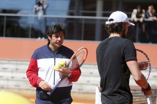 Sébastien Grosjean, le capitaine de l'équipe de France de tennis, lors d'une séance d'entraînement à Sophia Antipolis le 9 avril.