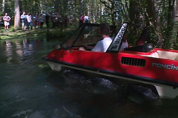 Les véhicules Poncin pouvaient aussi aller sur l'eau / Ardennes, le 20 mai 2018