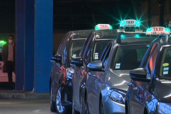 Parmi les 17000 taxis parisiens, de nombreux professionnels sont aujourd'hui menacés.