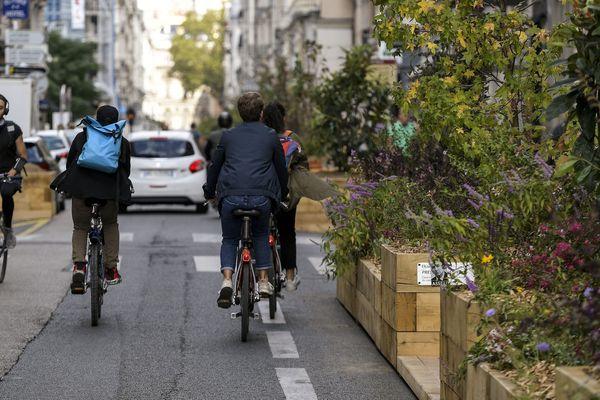 """La ville de Lyon demande à la métropole """"qu'elle procède à une nouvelle analyse urgente"""" de son plan vélo, et qu'elle en reconsidère """"le calendrier et les modalités""""."""