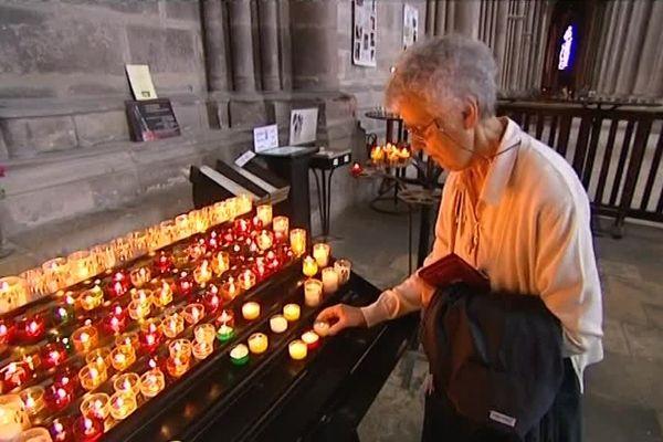 Des bougies à la cathédrale de Reims