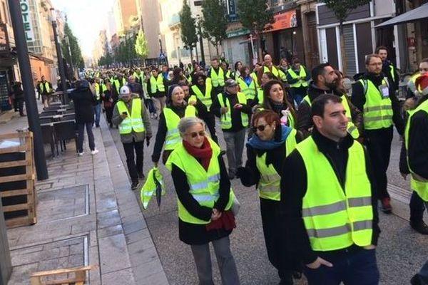 """Les """"gilets jaunes"""" dans les rues de Toulouse ce samedi matin"""