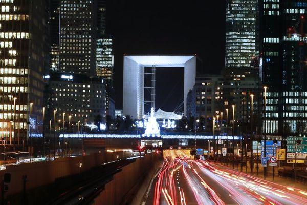 Le quartier de La Défense va-t-il s'éteindre totalement entre 1h et 7h du matin ?