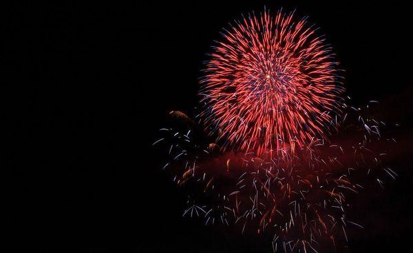 Le traditionnel feu d'artifice du 14 juillet séduit toujours