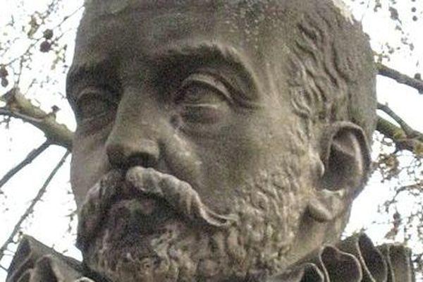 Michel Eyquem de Montaigne, statue sur l'Esplanade des Quinconces, Bordeaux
