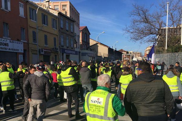 Manifestation des gilets jaunes devant le journal La Provence samedi 5 janvier 2019