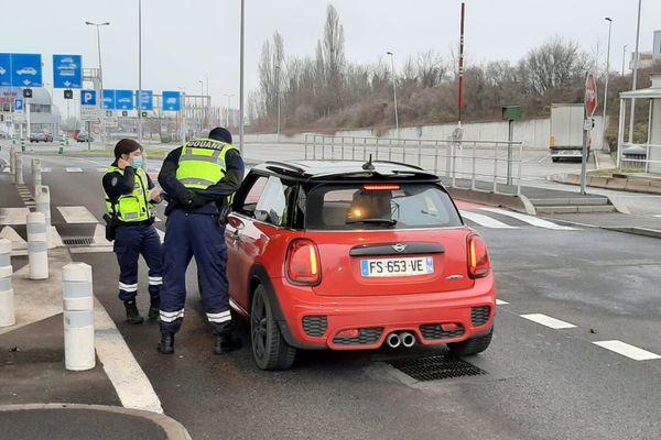 La douane et la gendarmerie nationale étaient présentes à Bardonnex, le samedi 19 décembre 2020.