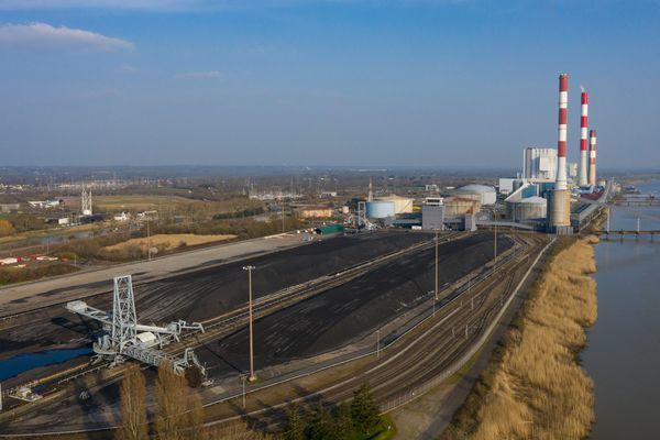 La centrale de Cordemais fonctionnera au charbon delà de 2022 pour les pointes de consommation électrique hivernales et devrait passer à la biomasse selon RTE