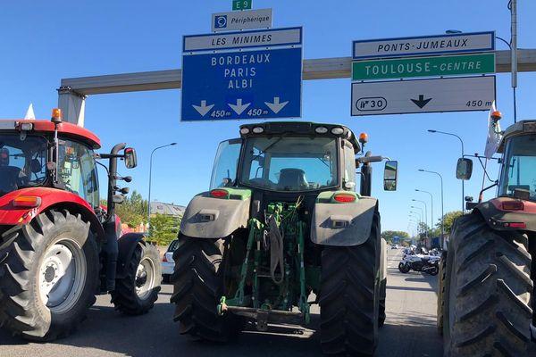 Les agriculteurs manifestent autour de Toulouse ce mardi 8 octobre