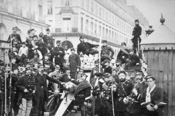 Barricade sur la place Vendôme au débouché de la rue de Castiglione.
