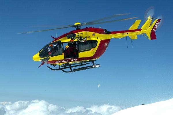 Le dragon 74, l'hélicoptère de la sécurité civile.