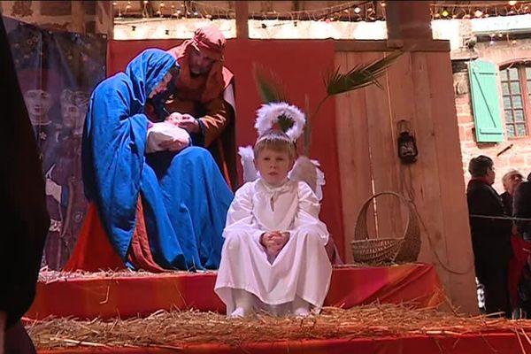 Parmi les animations du marché de Noël de Meyssac 2018, une crèche vivante avec 50 acteurs