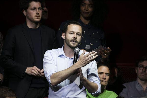 David Belliard (avec le micro) et Julien Bayou (à gauche), tous les deux réunis pour la campagne européenne d'EELV le 22 mai. Pour la primaire parisienne, 700 militants vont devoir voter pour désigner le candidat.