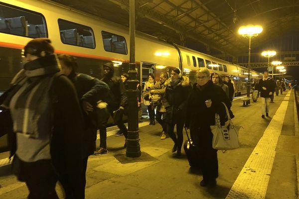 Chaque jour, de nombreux habitants de Touraine font l'aller-retour en TGV à Paris pour leur travail.