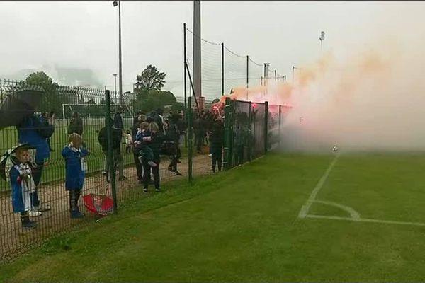 Les Red Kaos ont fait du bruit au bord du terrain et déclenché les fumigènes à la veille d'un match capital pour le GF 38.
