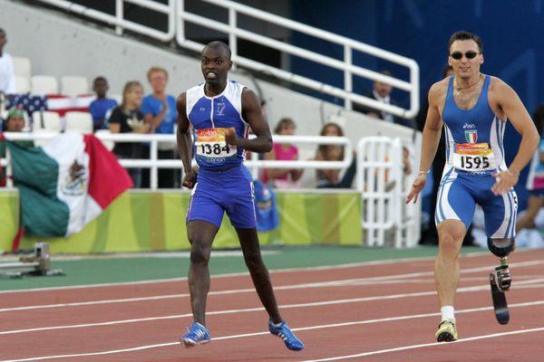 L'athlète Clavel Kayitaré aux jeux paralympiques d'Athènes en 2004. Il avait emporté deux médailles d'argent.