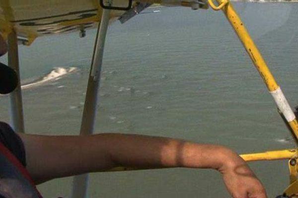 René Manzano pilote l'un des rares ULM amphibie, un hydravion qui lui permet de se poser, notamment sur l'Etang de Berre.