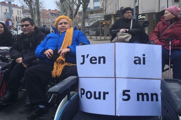 """Trop souvent les Clermontois utilisent les places réservées aux personnes handicapées en disant : """"J'en ai pour 5 minutes""""."""