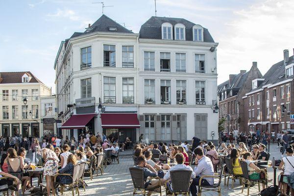 Depuis la réouverture des bars début juin, les terrasses sont bondées à Lille.
