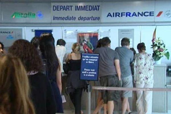 L'attente au guichet Air France à Nice