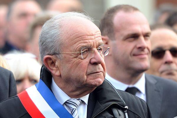 Eugène Baisse, lors des commémorations du 11 novembre, lorsqu'il était encore maire de la commune, en 2014.