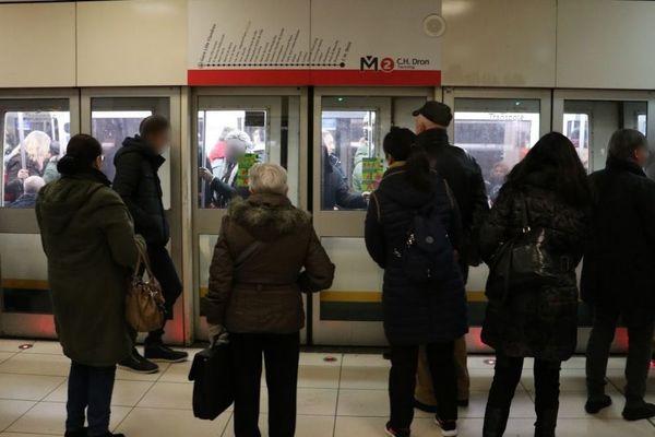 Selon Ilévia, la ligne 2 du métro circulera avec une fréquence moins importante que d'habitude en heure de pointe.