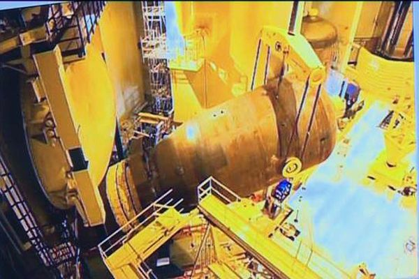 Le générateur de vapeur après sa chute dans le réacteur numéro 2
