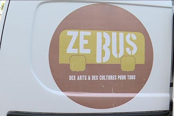 """ZE Bus, le bus itinérant de l'association """"le relais des possibles"""""""