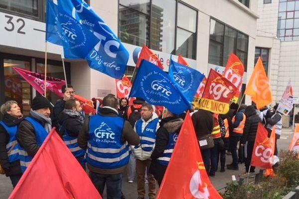 Les salariés de Pôle emploi manifestent devant l'agence de Nancy. Ils sont en grève mardi 20 novembre 2018.