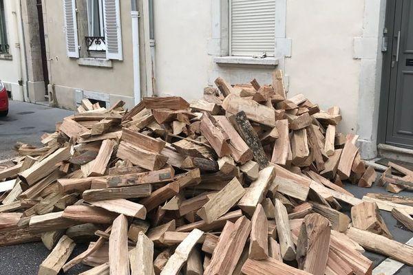 Une livraison de bois cette semaine à Nancy.