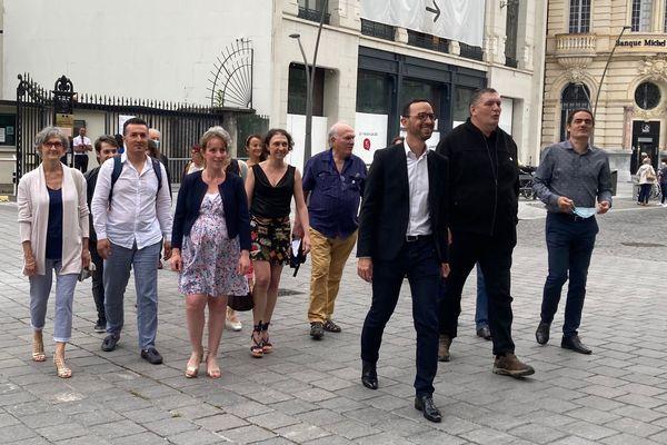 Jérôme Marbot et Patrice Bartoloméo étaient ce mardi matin à la préfecture de Pau pour déposer leur liste née d'une fusion