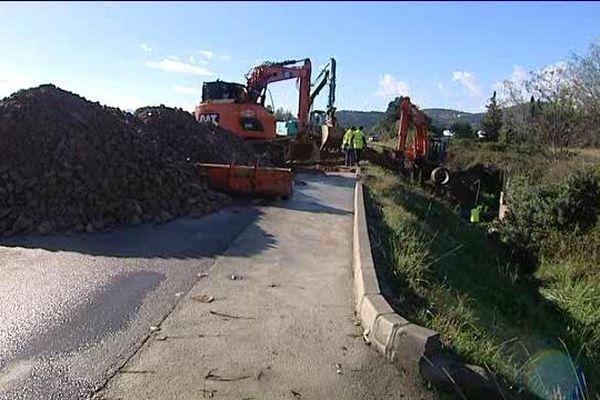 19/11/14  - La RN193, au niveau du rond point de Baleone, à Sarrola Carcopino, est toujours coupée