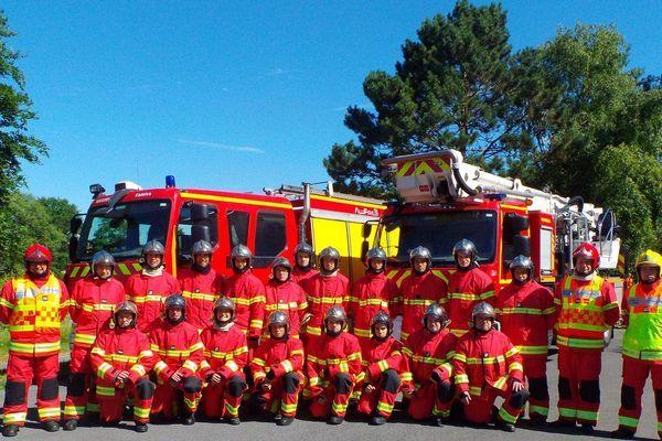 Les pompiers de la caserne de Compiègne avec leurs nouvelles tenues