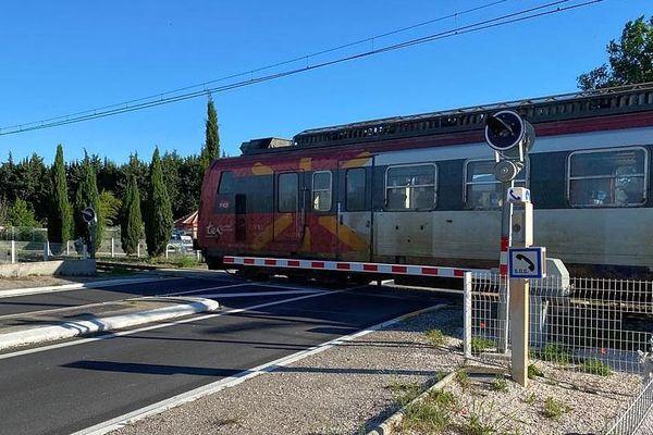 Millas (Pyrénées-Orientales) - c'est le premier TER à effectuer la liaison Perpignan/Ille-sur-Têt depuis l'accident de car mortel - 21 mai 2020.