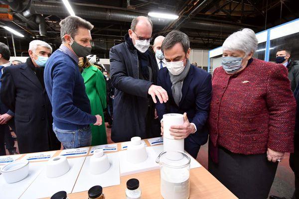 Le Premier ministre Jean castex accompagné d'Olivier Véran , ministre de la santé et de Jacqueline Gourault, ministre de la cohésion des territoires et des relations avec les collectivités territoriales, en visite dans les Hautes-Pyrénées pour le plan de relance et la vaccination contre le COVID.