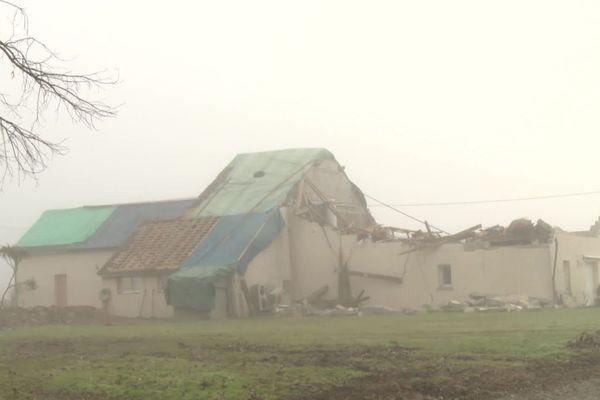 Une vingtaine de maisons a été partiellement ou complètement détruite par la tornade