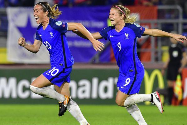Après un but de Camille Abily, l'équipe de France de football féminin décroche sa place en quart de finale de l'Euro 2017 de football en égalisant face à la Suisse.