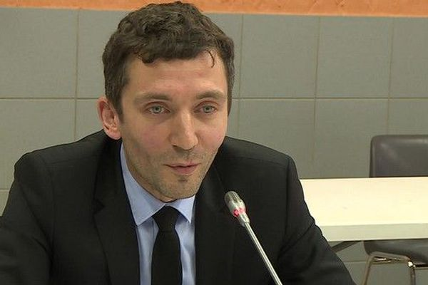 Le maire de Beaucaire, Julien Sanchez, est battu.
