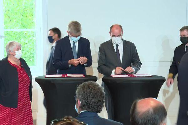 Jean Castex et Jean Dionis maire d'Agen pour la signature d'une convention de partenariat Eta et agglomération agenaise, 29 juillet 2021.