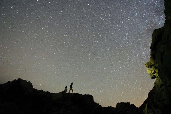L'essaim Delta Aquarides du Sud, étoiles filantes que l'on peut observer tous les ans fin juillet. Observées, ici, depuis les îles Canaries en Espagne, elles devraient être très visibles le mercredi 29 juillet.
